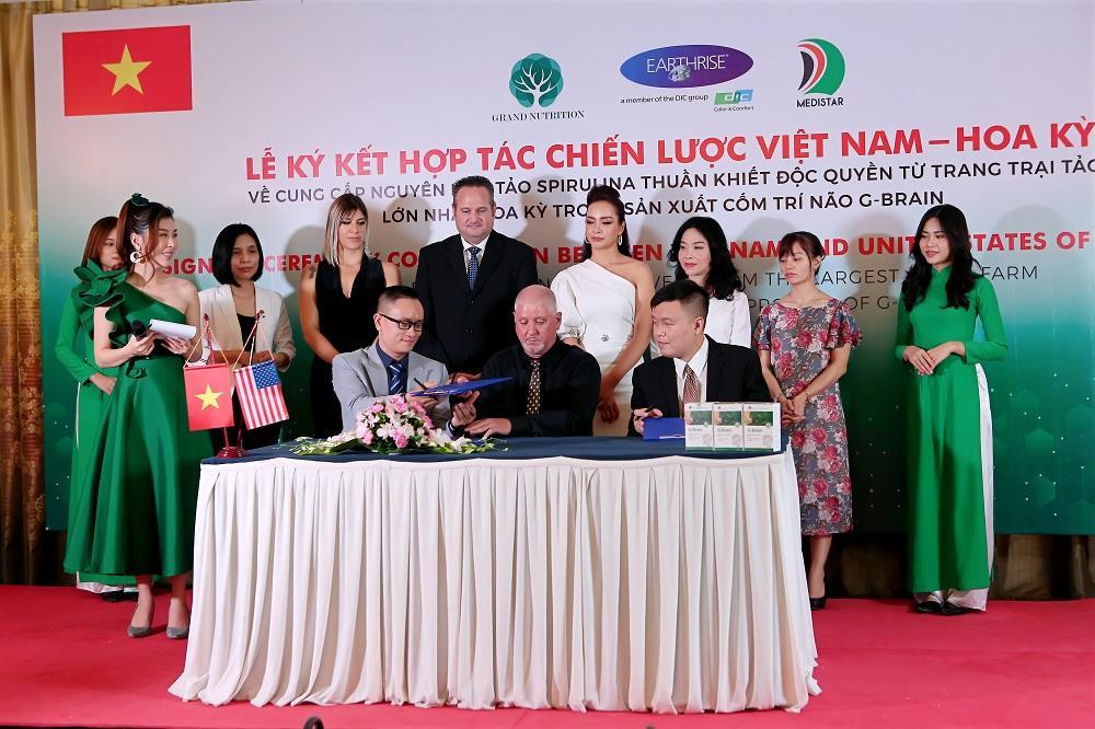 Lễ ký kết hợp tác chiến lược Việt Nam - Hoa Kỳ